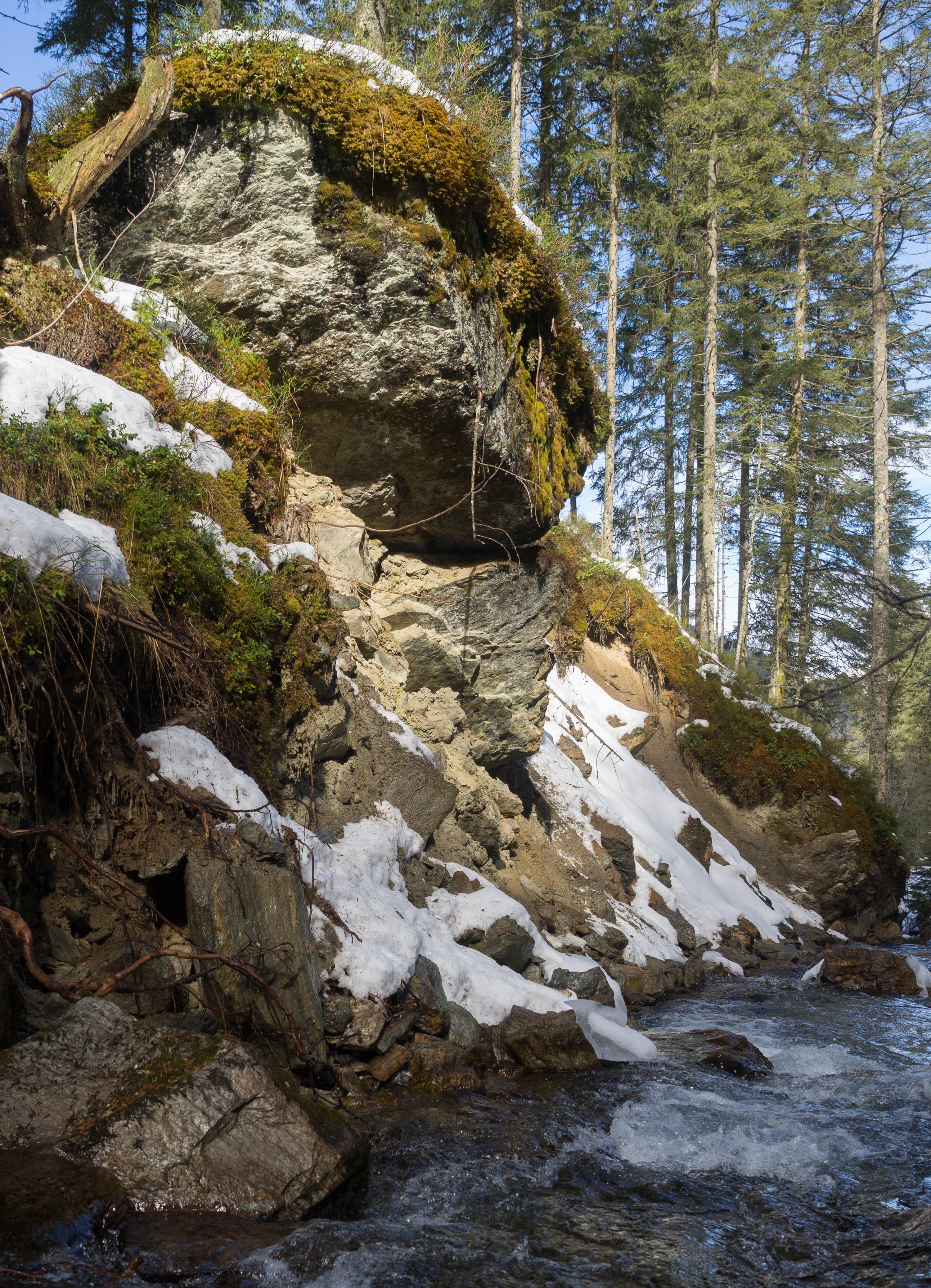 Felsblock in Moräne über dem Voldertalbach