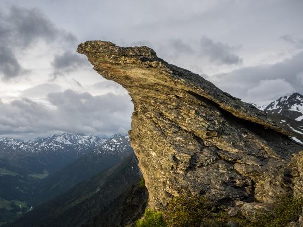 Überhängender Felsen am Gipfel der Wattenspitze