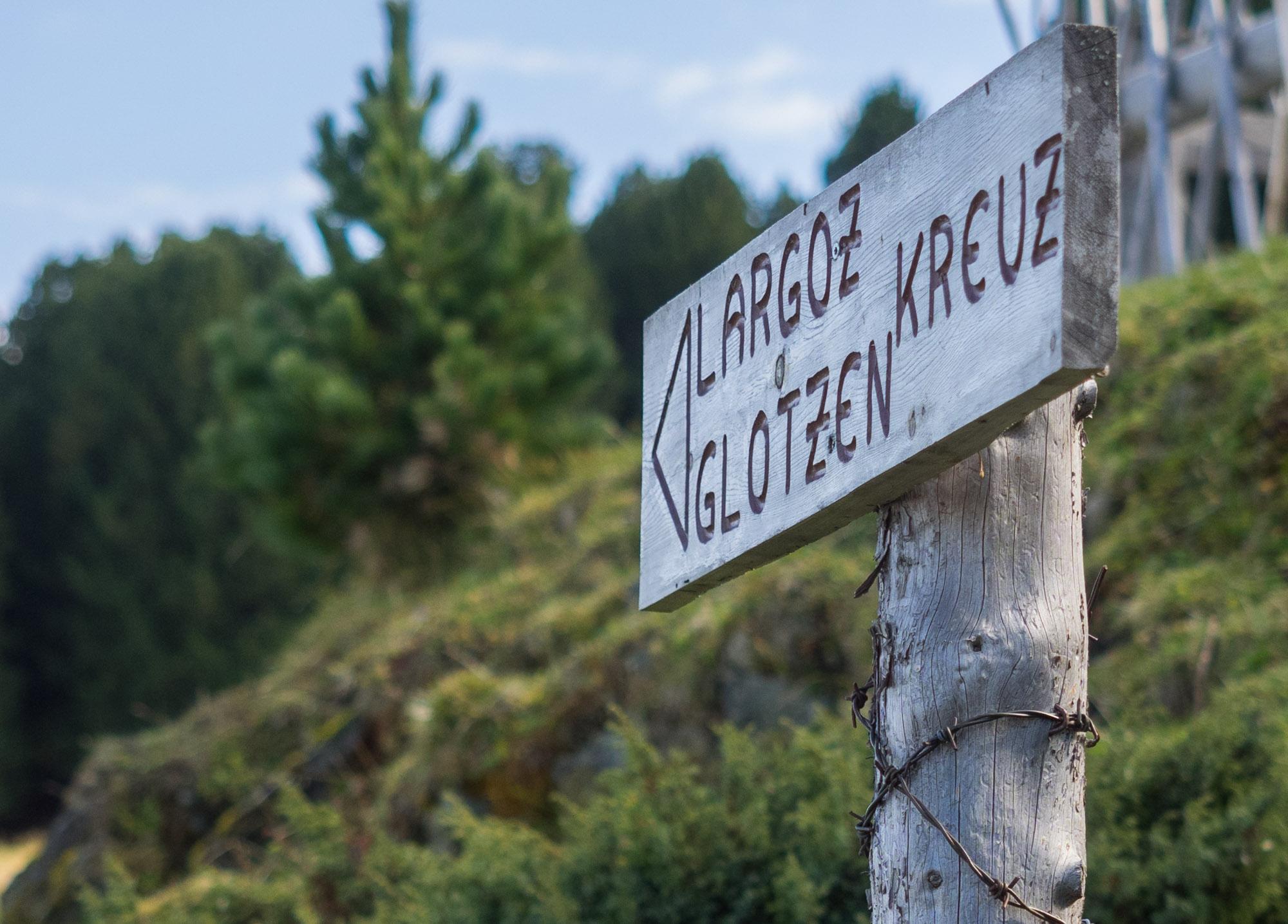 Wegweiser zum Largozkreuz und Glotzenkreuz