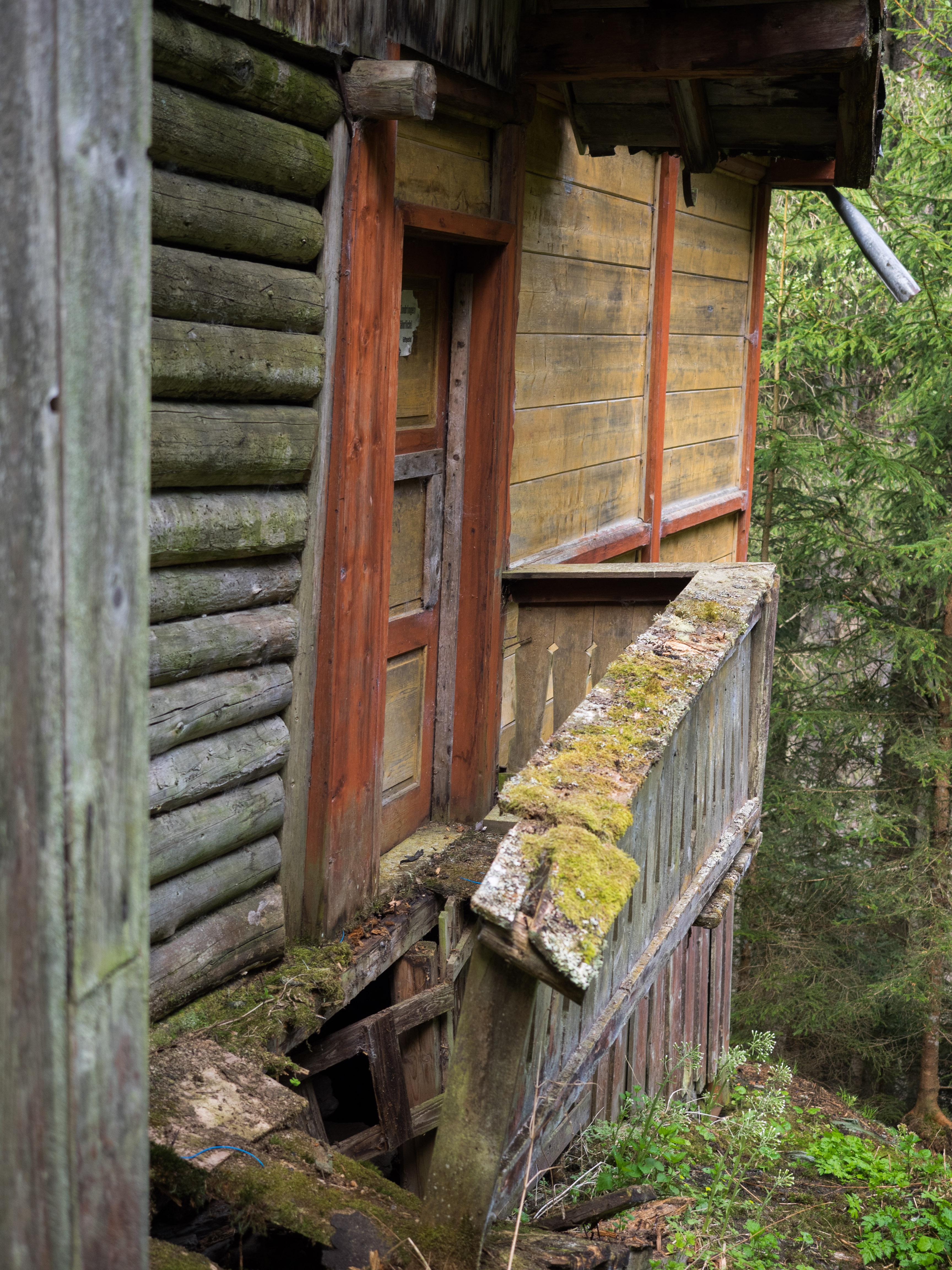Baufällige Mayrhütte von hinten