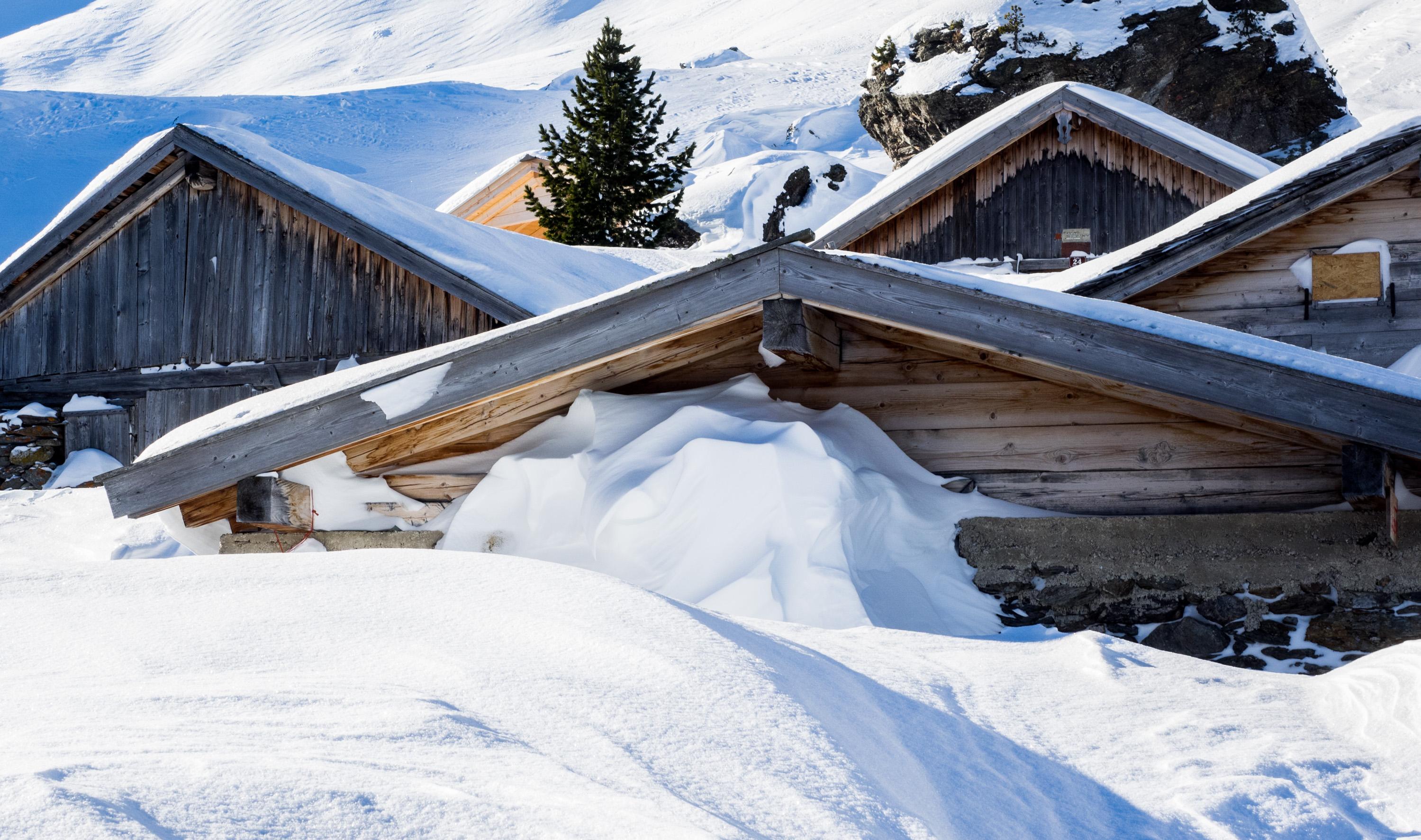 Hütten der Steinkasern-Alm im Winter