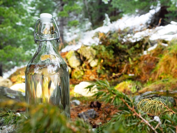 Flasche im Gelände