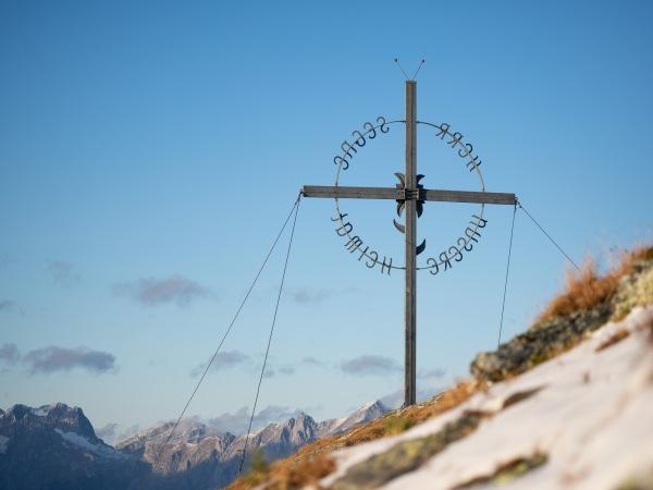 Gipfelkreuz am Largoz